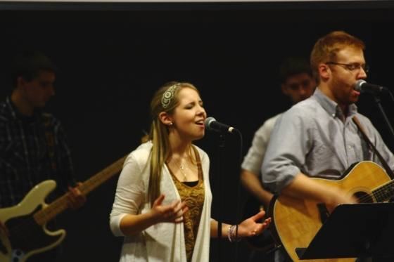 Student Cassy McKenzie singing during large group worship.