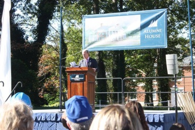 President Trible speaking at the Alumni House ground-breaking ceremony